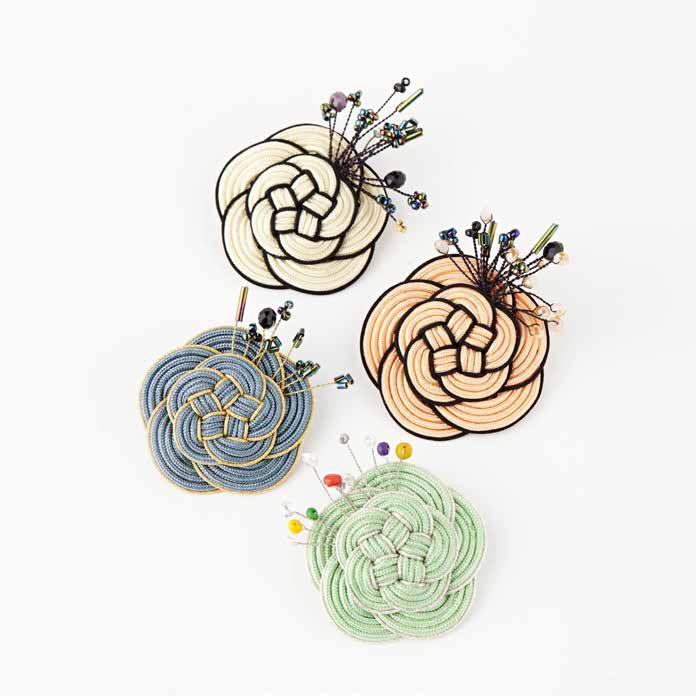 Flower brooch ㅣ 50x50mm ㅣ 매듭실, 비즈, 원석