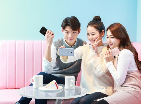 삼성전자, 영 프리미엄 스마트폰 2017년형 '갤럭시 A5'...